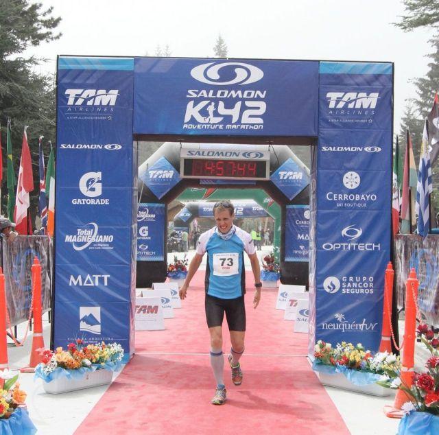 René Göldner Zieleinlauf K42 Anden Marathon Argentinien - gezeichnet durch die Vulkanasche