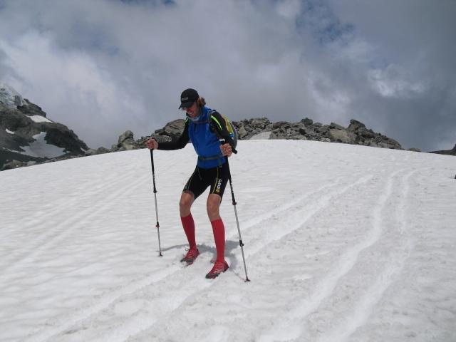 Schuh-Skifahren auf dem Schneefeld - Daniel geht ab