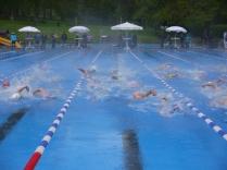 Schwimmauftakt bei 5°C Außentemperatur beim Triathlon Jahresauftakt in Buschhütten