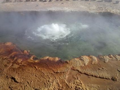 Heißes Wasser aus der Erde auf 4.300 m