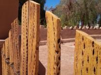 Das Tor ist aus Kaktus Holz