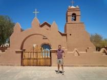 Kirche von San Pedro de Atacama -statt weiß nun natur