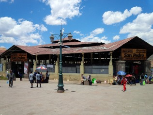Markthalle San Pedro. hier essen die Einheimischen