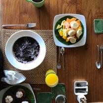 Balinesisches Frühstück mit Reisbrei