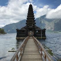 Einer der vielen Tempel im Wasser