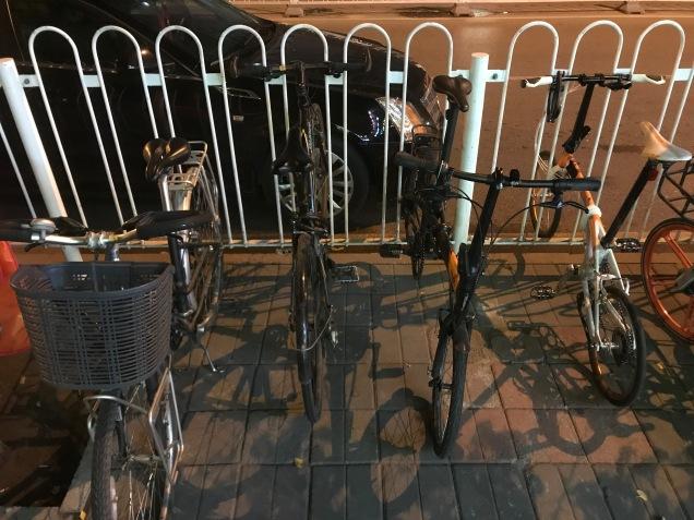 So ordentlich stehen die Fahrräder nie