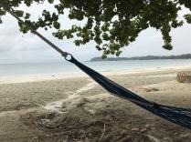 Morgens noch etwas Regen aber das Wasser mit 30 grad schon sehr warm - der Strand ist bisher der schönste