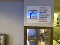 Wasserspender am Singapur Flughafen