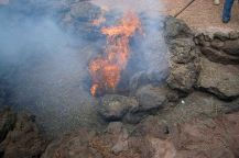 Unterirdische Hitze des Timanfaya-Vulkans reicht noch heute aus, um einen Heuballen zu entzünden